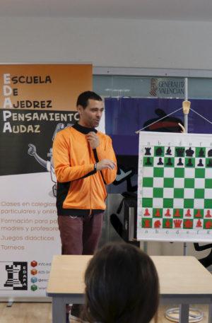 La Asociación Valenciana de Ajedrez Educativo e Inclusivo visita el hospital La Fe